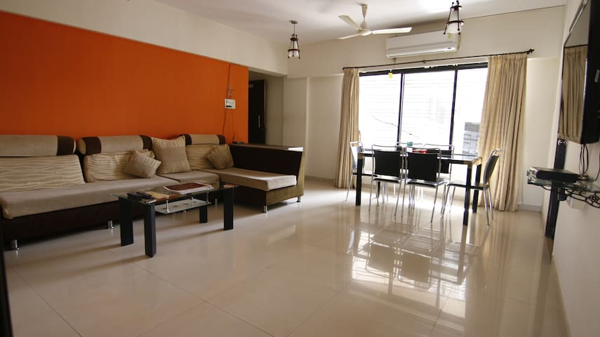 Full furnished apartment in Bandra East, R7.2