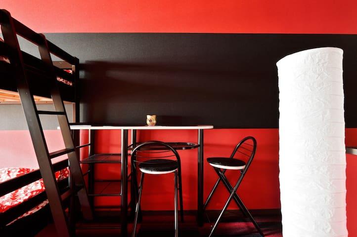 Namba 3ppl rosso / nero alla moda! - Ōsaka-shi - Bed & Breakfast
