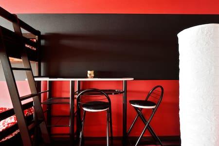 Namba 3ppl Red/black fashionable! - Osaka