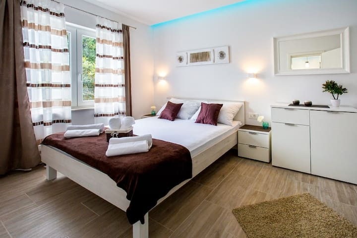 Apartment Ines in the City Center - Free Parking