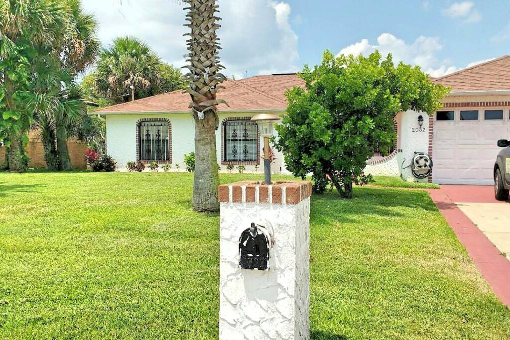1,600 sq ft home just 2 blocks from the beach!