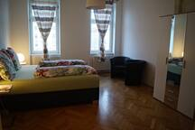 Spacious room+5 min with tram to city center