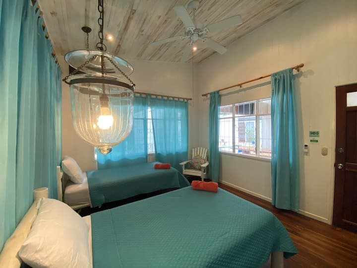 Freestyle Surfhouse - Family Room