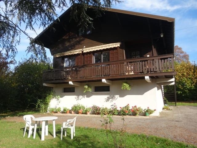 Chalet for 8, close to mountains and lake - Mouxy - 一軒家