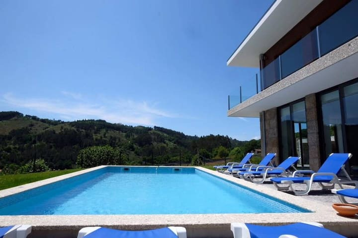 Villa with 4 bedrooms in Vieira do Minho, with wonderful mountain view, private pool, furnished garden - 88 km from the beach