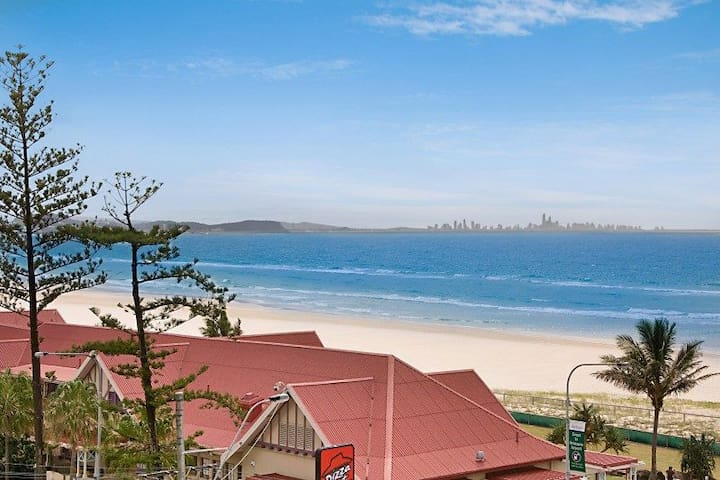 Kirra Gardens Unit 30 - Beachfront in Kirra with views to Surfers Paradise