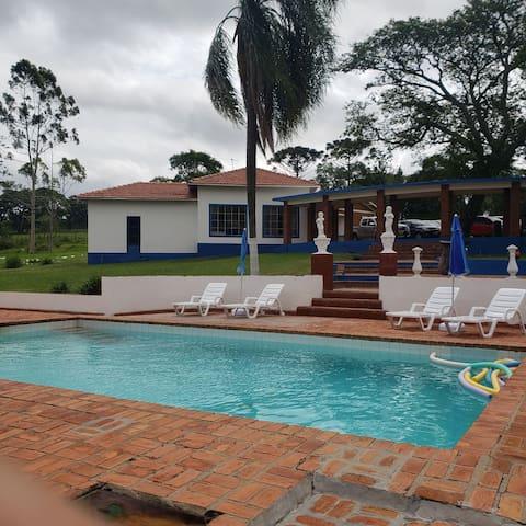 Hotel Fazenda Refúgio, na represa de Avaré.