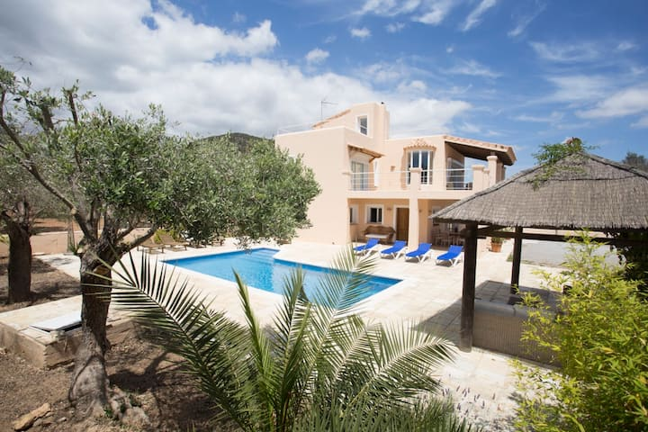 Villa Tom is a lovely modern villa located near to Playa Den Bossa and Ibiza Town