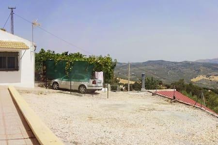 Casa de campo con piscina y vistas - Montefrío - House