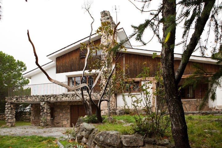 Idyllic country house on the mountains near Madrid