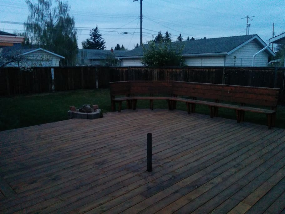 Back deck (patio furniture, bbq not shown)
