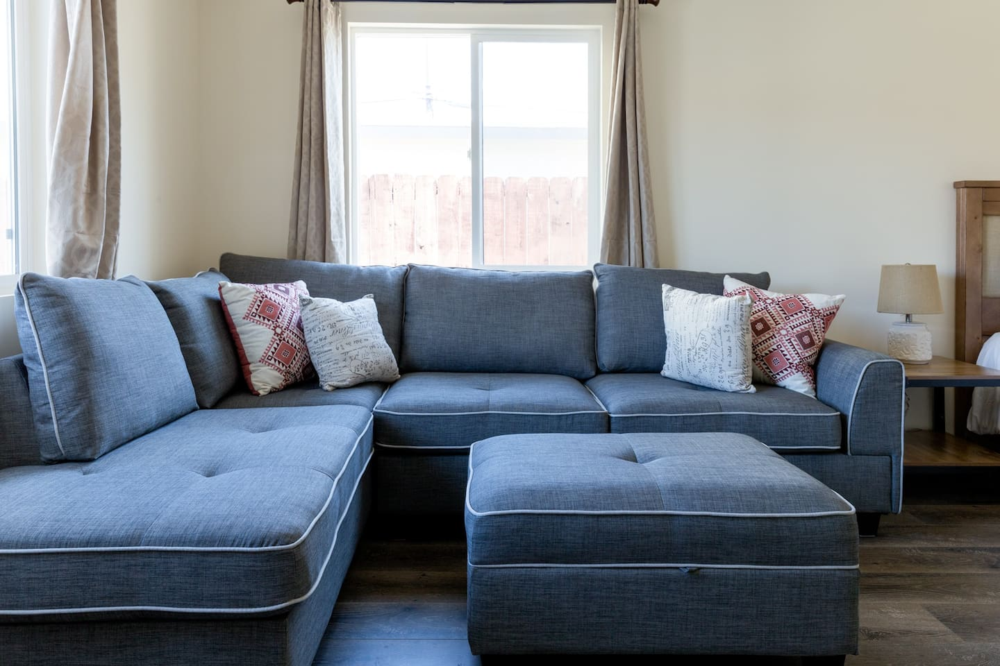 Spacious living room/ bedroom with comfortable seating. Bright and air.
