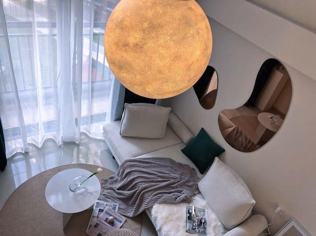 【坠落星球】住进<月球>|复式公寓|广佛线|佛山星巴克教堂|南海万达|祖庙|千灯湖|佛罗伦萨小镇