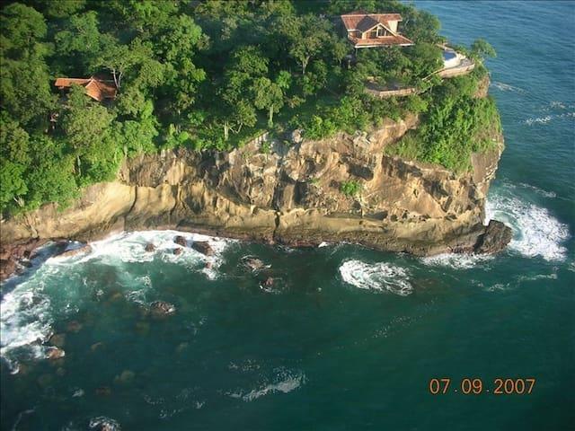 Ocean Cliff 5BR Nica Home Sleeps 15 - Tola - Casa