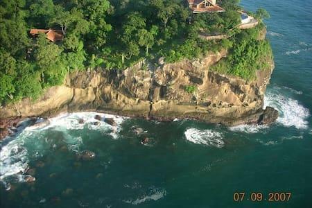 Ocean Cliff 5BR Nica Home Sleeps 15 - Tola
