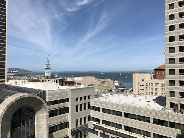 Modern Apartment with Bay Views! - San Francisco - Appartement