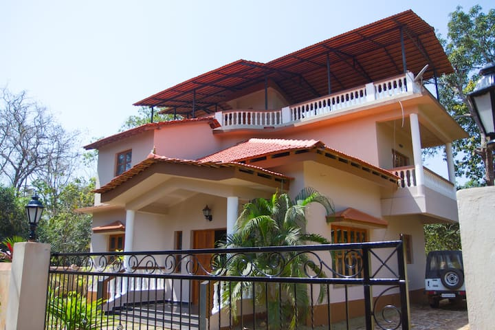 4BHK Luxury Villa Home - North Goa