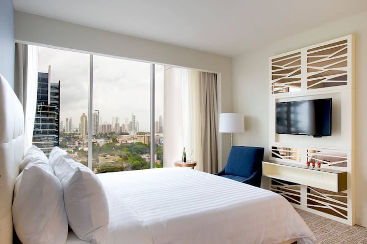 GLOBAL HOTEL PANAMA - CITY VIEW - KING BED