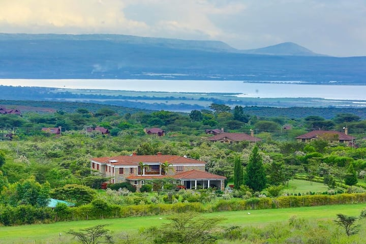 Naivasha Garden home with Airstrip & huge gardens.
