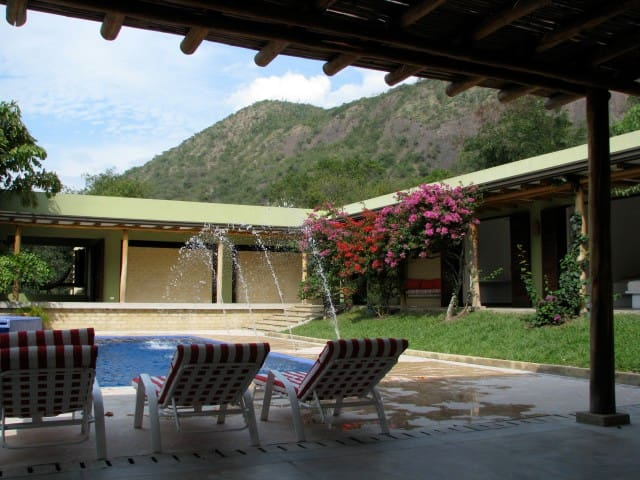 Entrepuentes, beautiful setting, Golf & Tenis - Apulo - Villa