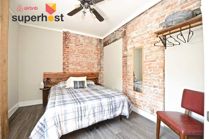 1BD Olde Town East Guesthouse Near Downtown