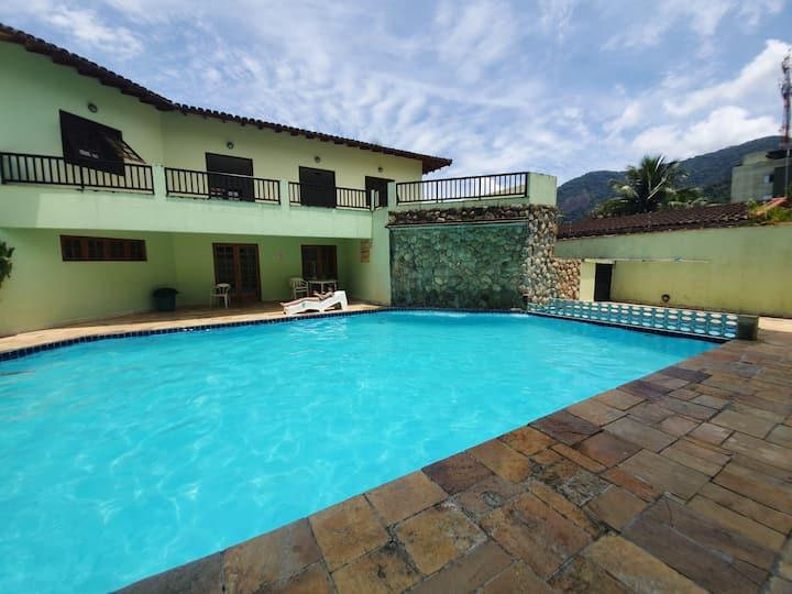 Lindo apartamento em Ubatuba a 400 metros da praia