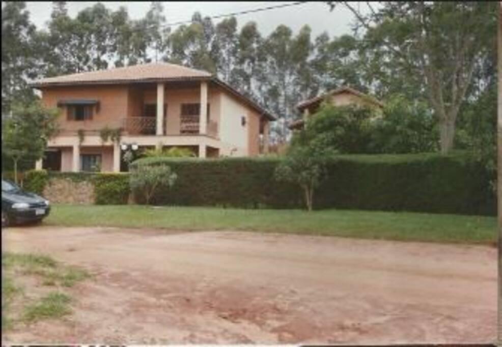 Lateral da Casa e Pomar