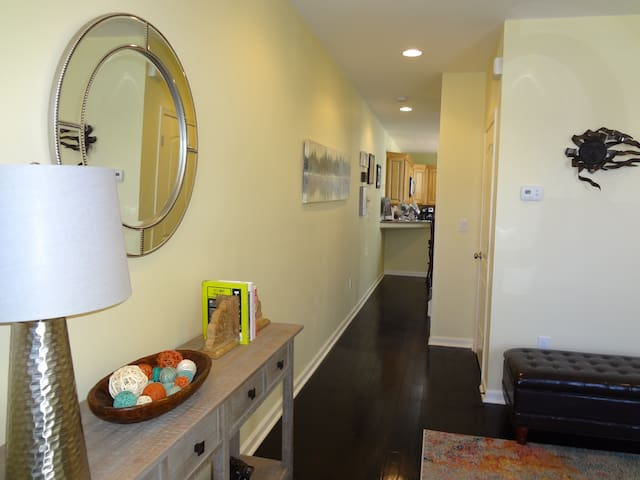 Walk to Hopkins Hospital - B Suite W/Private Bath