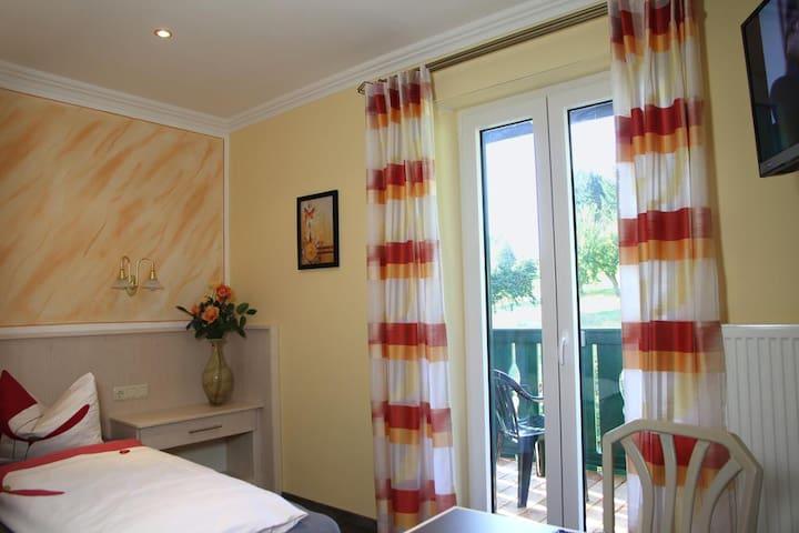 Gasthof-Hotel Dilger (Rattenberg), Einzelzimmer - mit Balkon