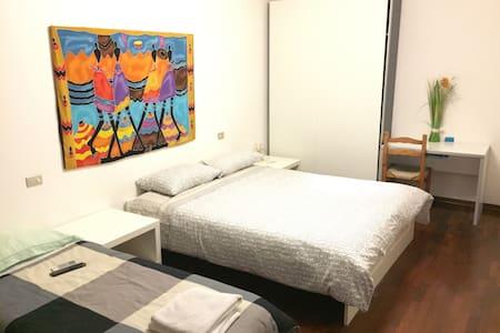 """Stanza tripla con bagno privato """"B&B Il Girasole"""" - Castel San Pietro Terme - Bed & Breakfast"""