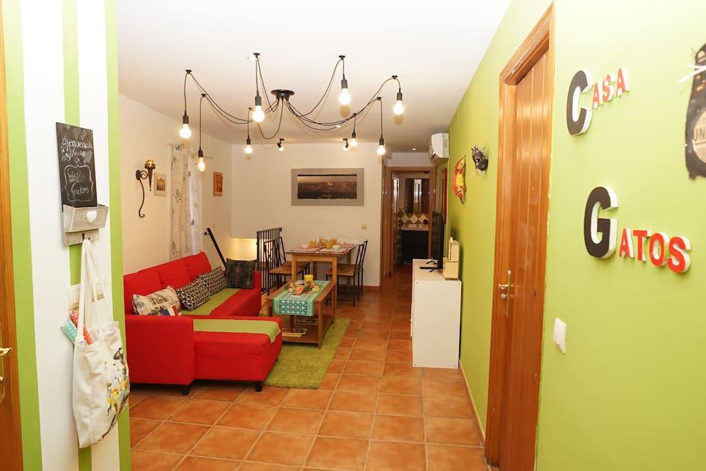 Salón con sofá cama // Living room with a sofa bed