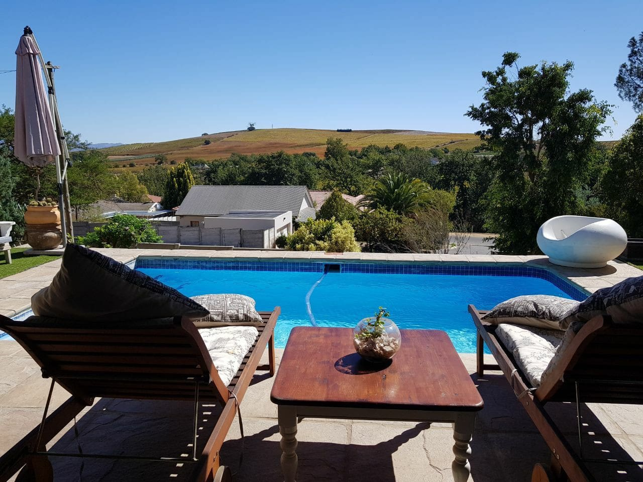Enjoy the lovely winefarms from Wellington while relaxing in the pool