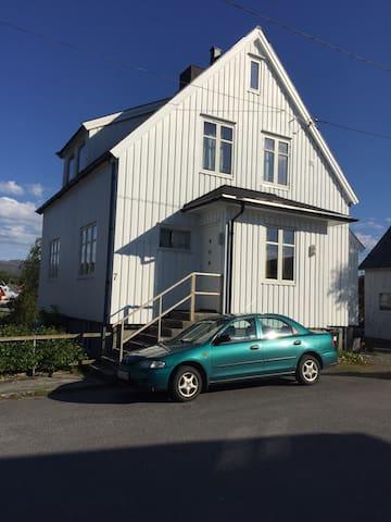 Koselig hus midt i Brønnøysund - Brønnøysund - บ้าน