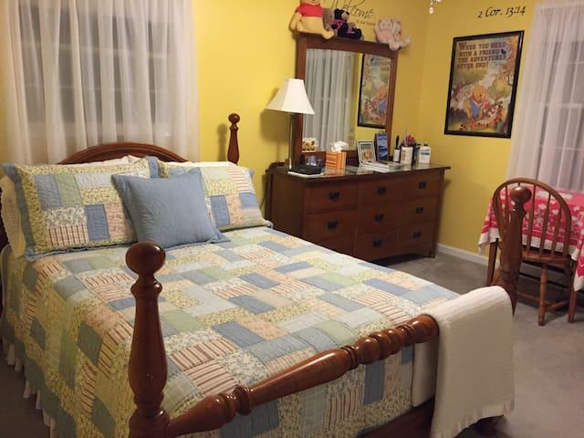 Amy's Room in Country Home - Lexington - Casa
