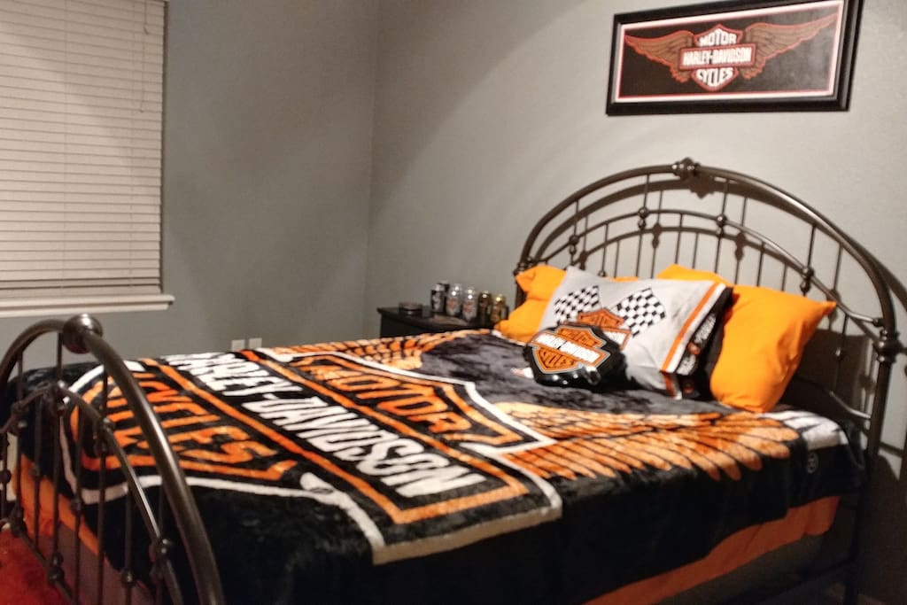 Harley room with queen bed