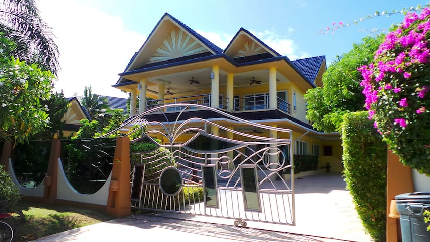 Grand 4 bedroom pool villa in Rawai - Rawai - Casa
