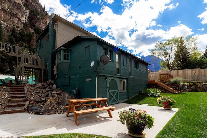 "Ouray Hot Springs Condo - ""Bucks Hacienda"" - Pet Friendly"