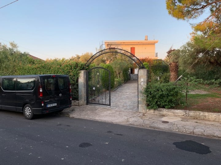 Spacious greek villa in quiet neighbourhood