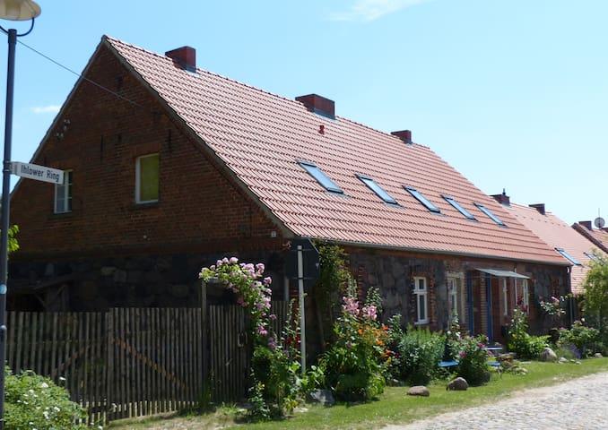 Gemütliche Wohnung Feldsteinhaus im Künstlerdorf
