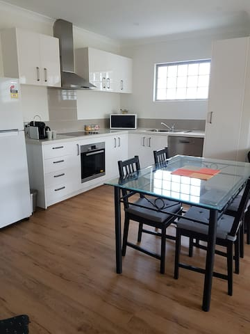 Quality New 1 Bed Apartment - Convenience Plus!