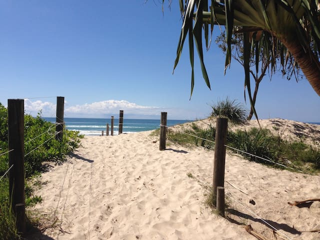 Fern Beach House - Byron Bay Gazing - Ocean Shores - Hus