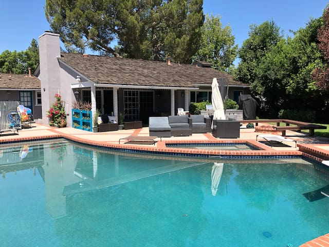 "ELEGANT & COZY HOME WITH ""POOL & SPA"" CLOSE 2 CSUN"