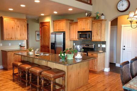 AMAZING DEAL!  Beautiful,Quality 5 bedroom House - Bountiful