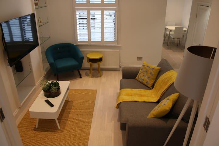 Stylish 1 Double Bed Ground Floor Flat - Zone 1