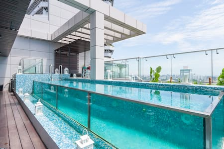 Private Ensuite in Modern Penthouse - Crazy Views - Singapore