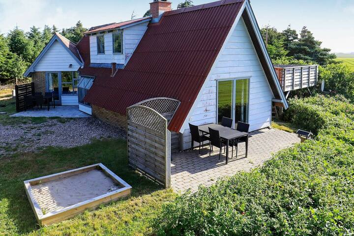 Lovely Holiday Home in Lemvig with Jacuzzi