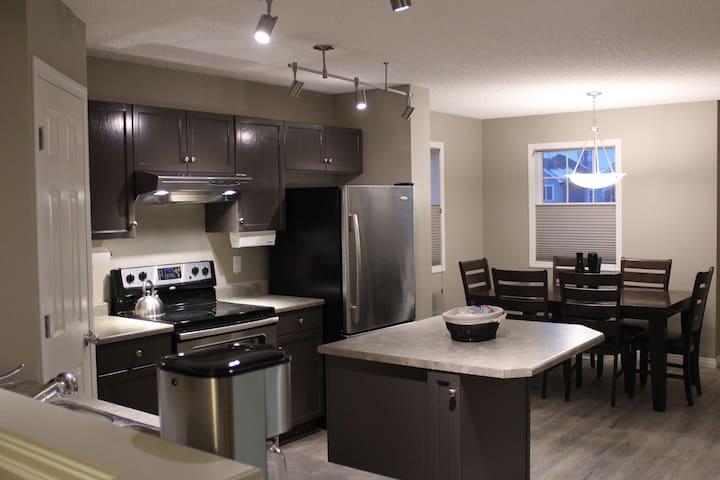Dual master townhouse, end unit, long term rental