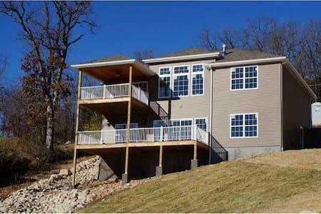 NEW COMPLETE LAKE OZARK VACATION HOME and DOCK 668