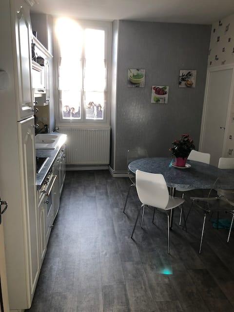 Bel appartement en centre-ville d'Arnay-le-Duc.