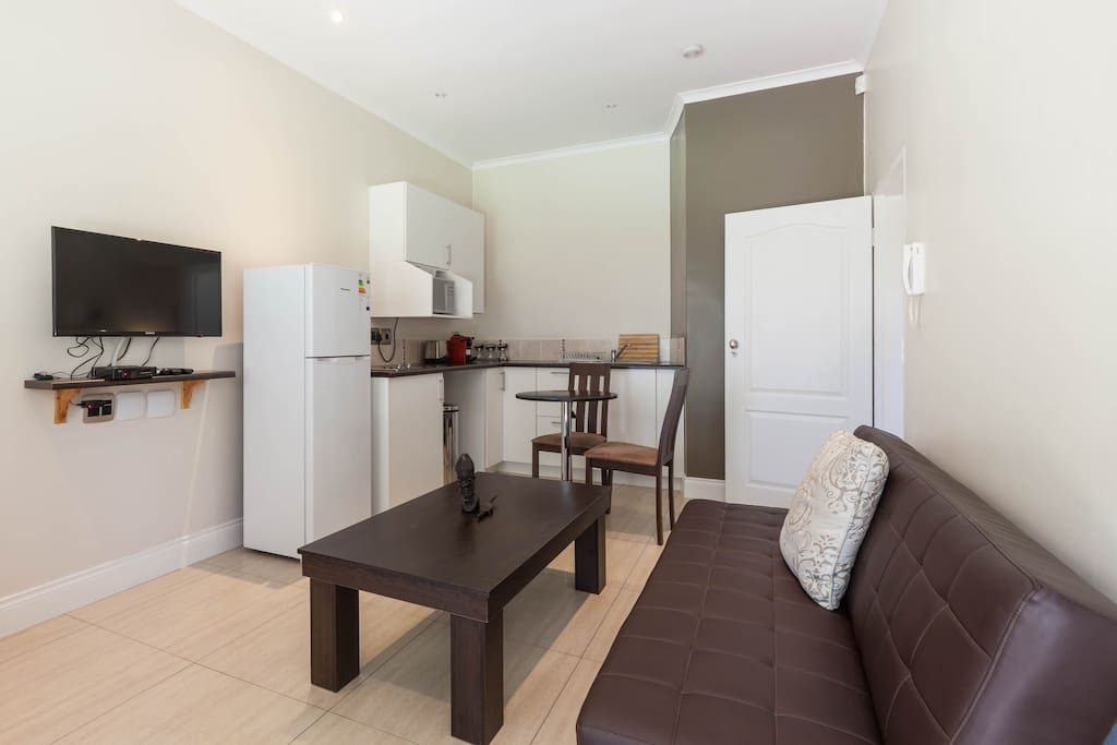 Living area with fully equipped kitchenette and breakfast table